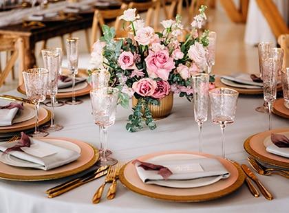 Servicio de mesa y arreglo floran en ceremonia, Celebration Rewards, Programa de Lealtad, Mesa de Regalos, Liverpool